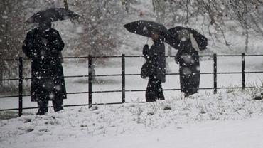 Informare meteorologică de ninsori şi viscol. Vezi zonele afectate