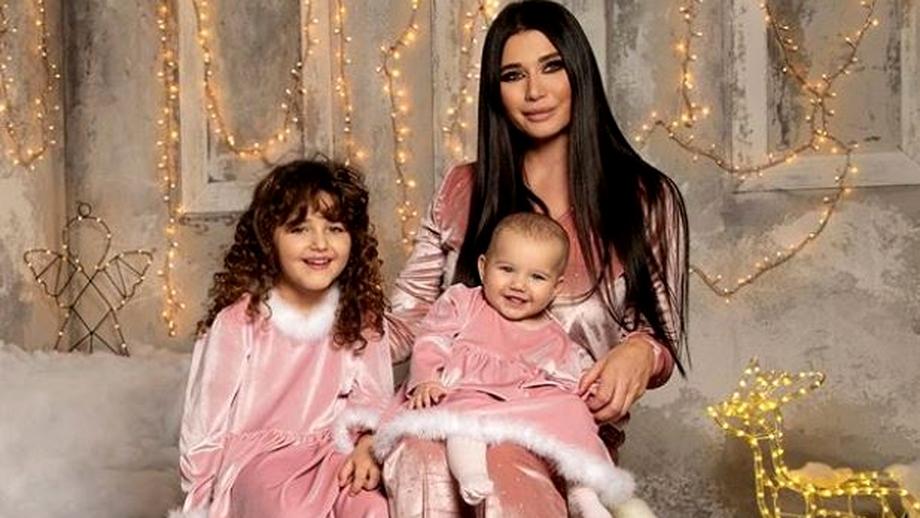 Elena Băsescu, ședință foto lângă cele două fiice ale sale! Imagini emoționante cu micuța Anastasia