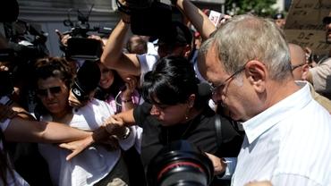 Scandal la DNA, în ziua audierii lui Liviu Dragnea. Dispută între susținătorii și contestatarii fostului lider PSD. Foto