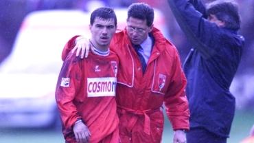 """Editorial în lacrimi Cornel Dinu. Pedeapsa lui Dinamo la fiecare început de octombrie. Privirea mustrătoare a lui Cătălin Hîldan de acolo, de sus... """"Ce-ați făcut, «câinii» mei?""""..."""