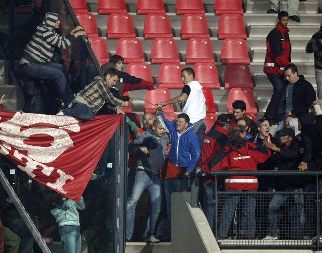 Incidente cu fanii alb rosii la meciul Nijmegen - Dinamo din Europa League
