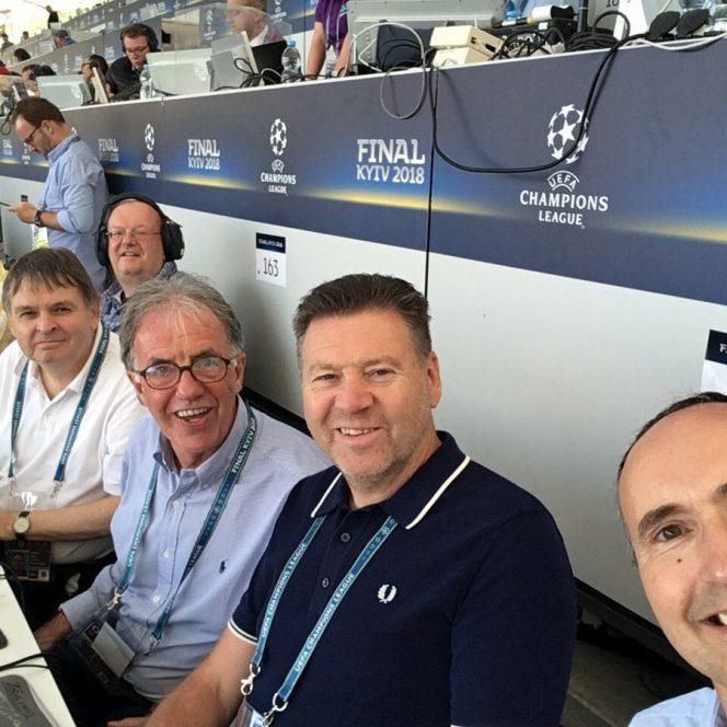 Jurnaliștii și-au luat locurile la masa presei pe Stadionul Olimpic din Kiev pentru finala Ligii Campionilor dintre Real Madrid și FC Liverpool