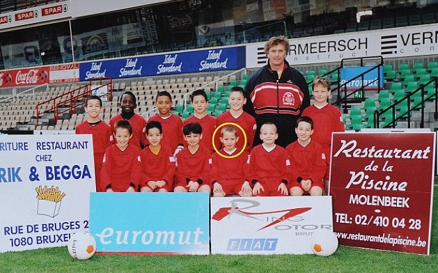 Adnan Januzaj în echipa U11 a primului său club, RWDM Bruxelles