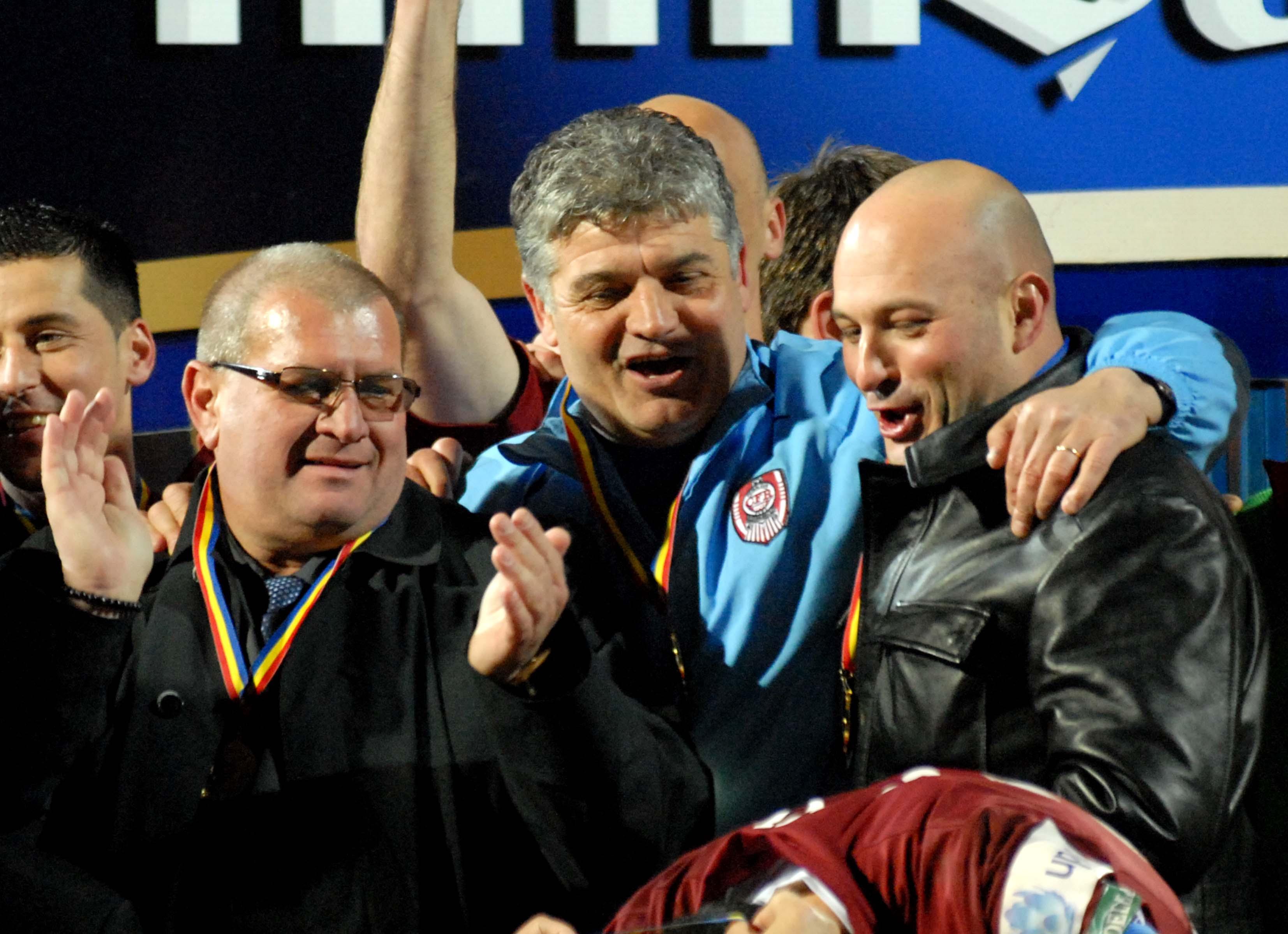Arpad Paszkany nu mai e patron la CFR Cluj. Fostul patron al campioanei, alături de Ioan Andone şi Iuliu Mureşan, sărbătorind câştigarea Cupei României în 2008