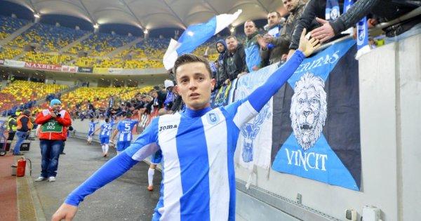 Gustavo îi salută pe suporterii echipei CS Universitatea Craiova după un meci jucat pe Arena Naţională