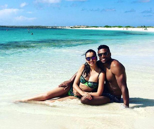 Silvia Nistal şi Julio Baptista în timpul unei vacanţe exotice