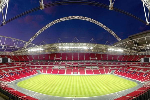 Noul Wembley. Este unul dinbtre cele mai moderne stadioane din Europa. Aici se joacă toate finalele de cupe în Anglia şi barajele de promovare