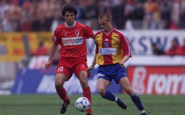 Cele mai ciudate echipamente din fotbal. Steaua (actuala FCSB) s-a crezut echipa naţională. Echipament tricolor la un meci cu Dinamo