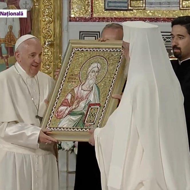 Suveranul Pontif a făcut schimb de cadouri cu Părintele Daniel