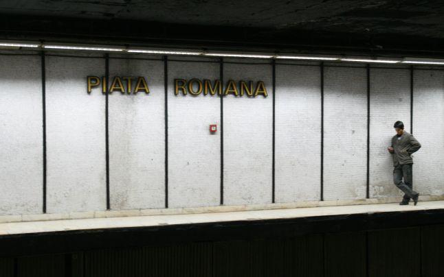 Constructorii au ridicat ziduri care ulterior au fost sparte și au lărgit astfel peronul