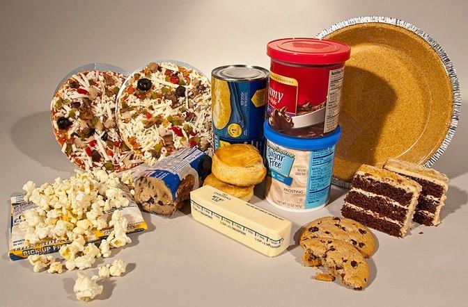 Toate aceste alimente conțin acizi trans, grăsimi dăunătoare pentru organism. Sursa foto:cesamancam.ro