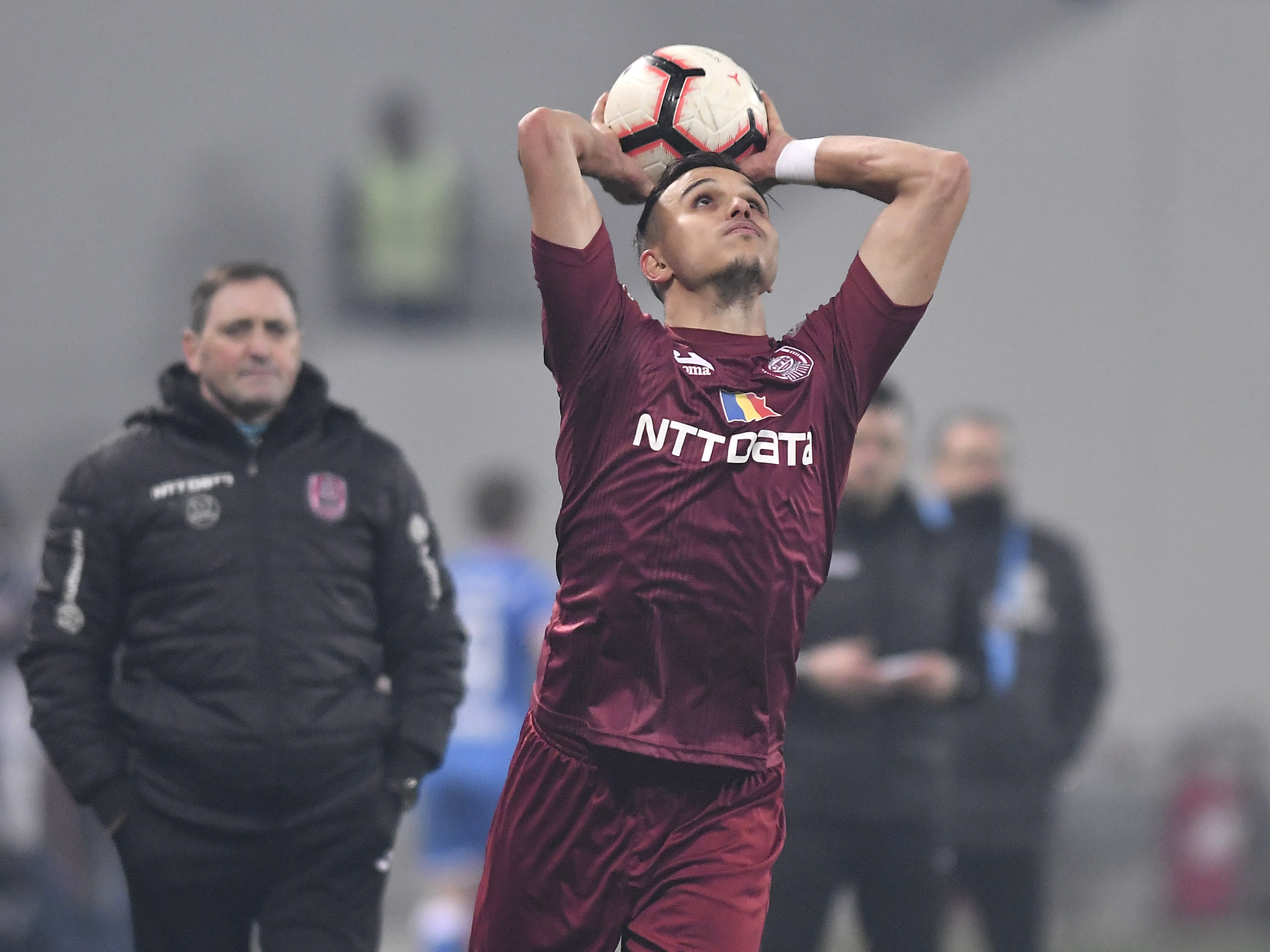 Cristi Manea în partida jucată de CFR Cluj pe terenul celor de la U Craiova. Sursă foto: sportpictures.eu