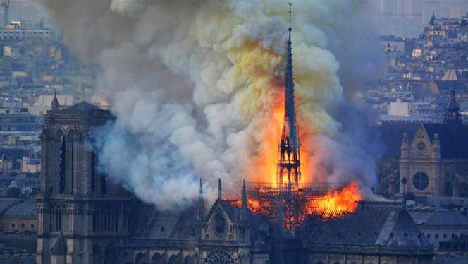 Catedrala Notre-Dame a fost mistuită de flăcări