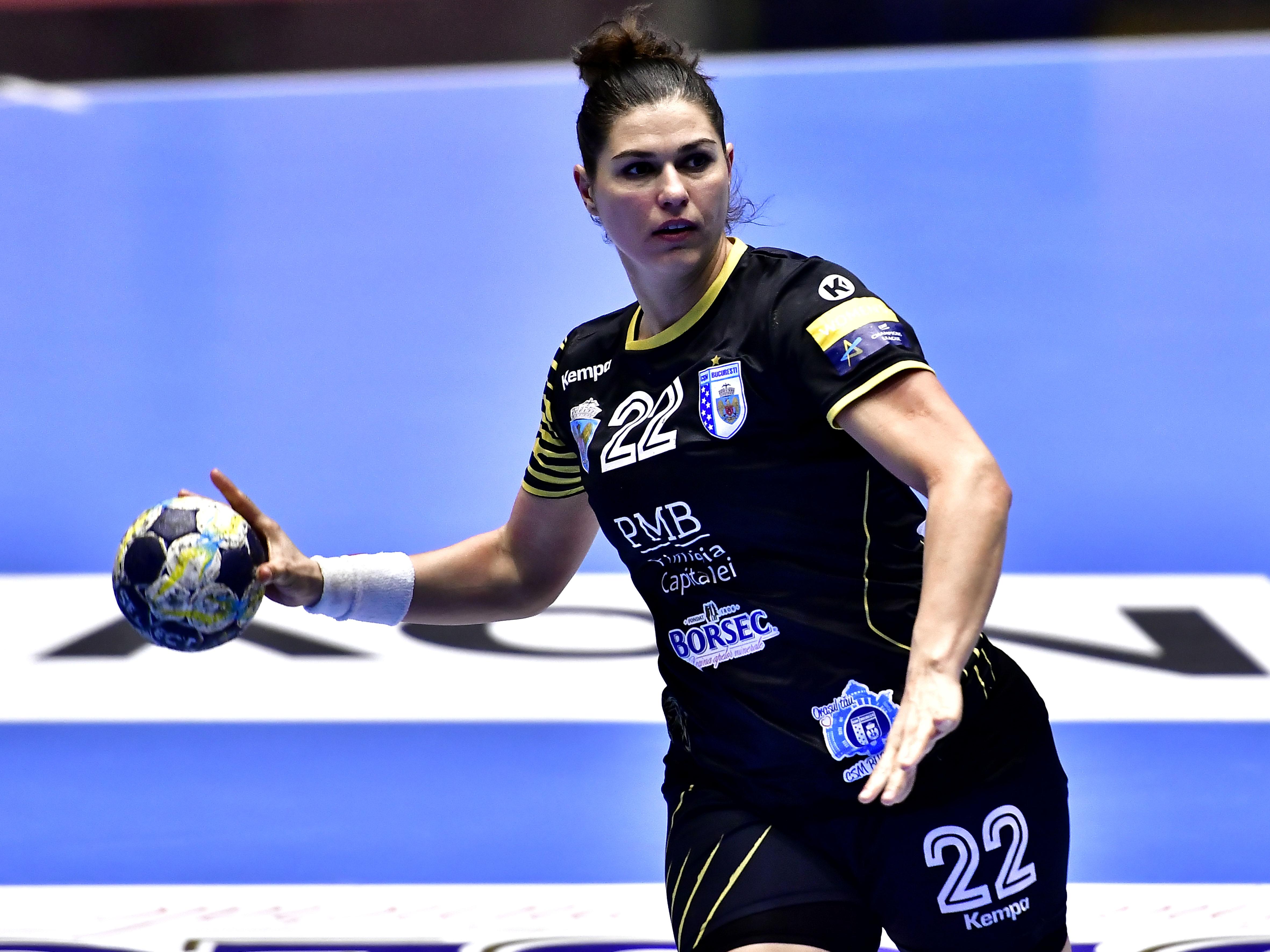 Oana Manea, în tricoul CSM București