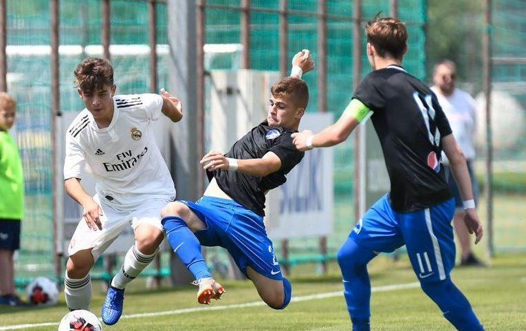Fază de joc din meciul Viitorul U17 - Real Madrid U17 de la turneul Puskas Suzuki Cup 2019