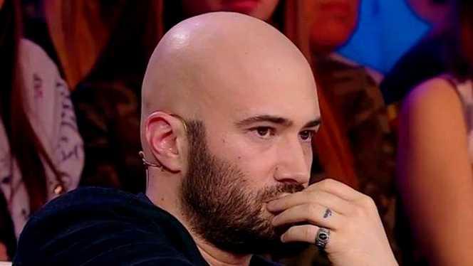 Un bărbat care se prefăcea că e Mihai Bendeac a fost acuzat de pornografie infantilă