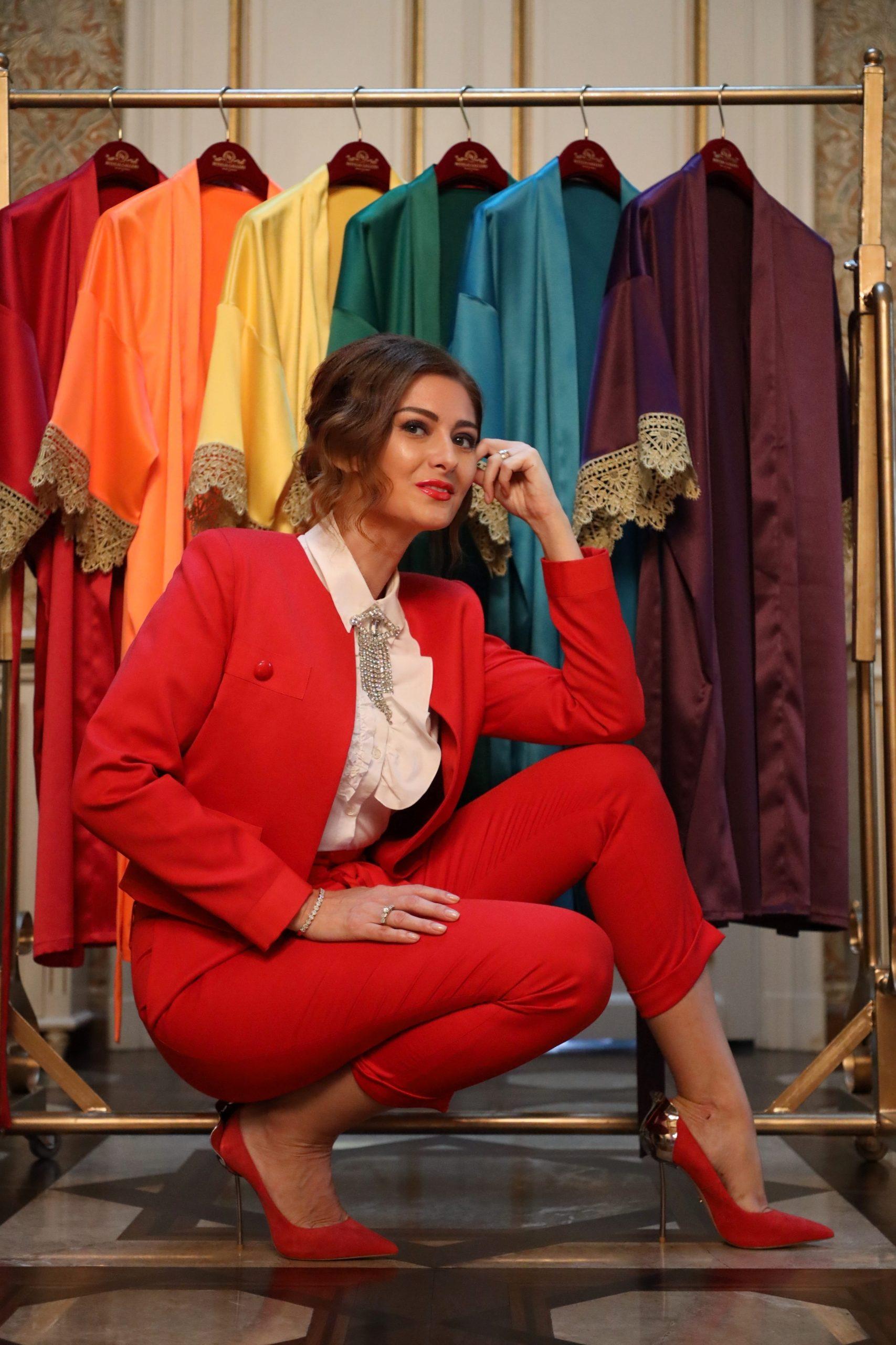 Oana Livia Badea, proprietar și general manager al Bitolia Gallery, este foarte mândră de colecția de halate de casă ROYAL HOME. Sursa foto: arhiva personală