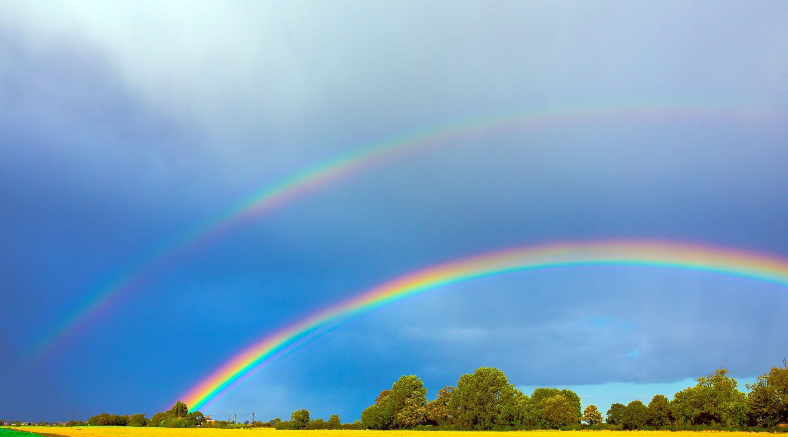 Un curcubeu dublu este un fenomen extrem de rar