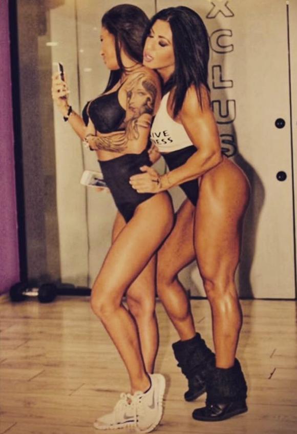 Elena Popa și Roxana Vancea, într-un pictorial la sala de fitness la care lucrau împreună