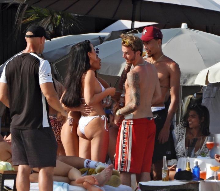 Jack Grealish, Dele Alli și James Maddison în Ibiza. Sursă foto: thesun.co.uk