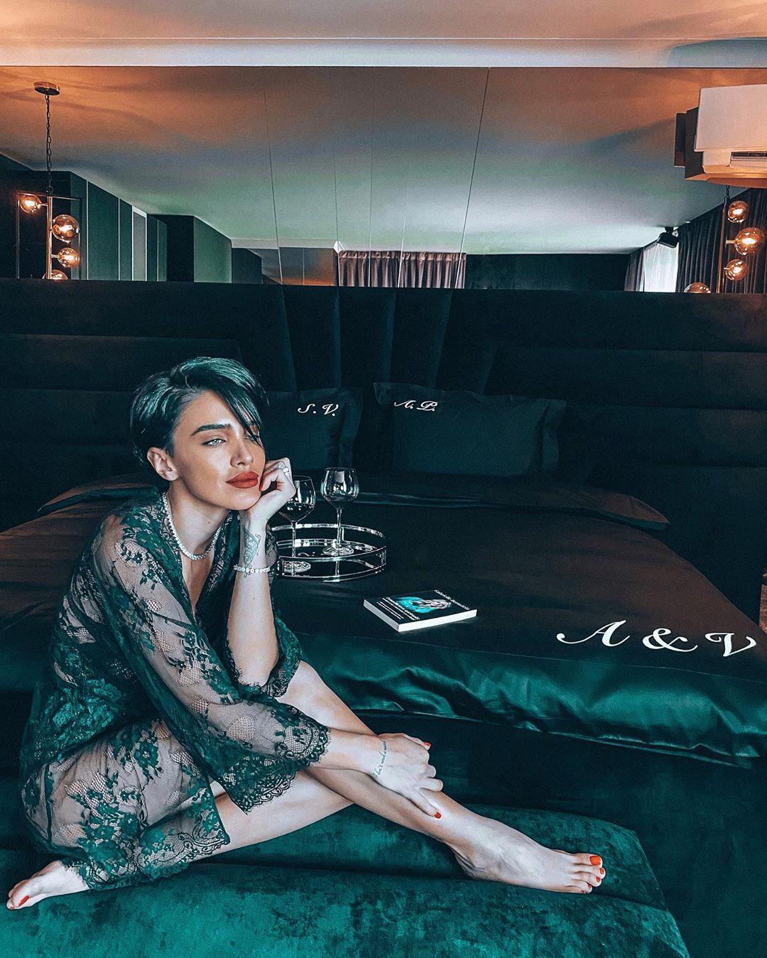 Adelina Pestrițu în nouă său dormitor. Ce culori a ales