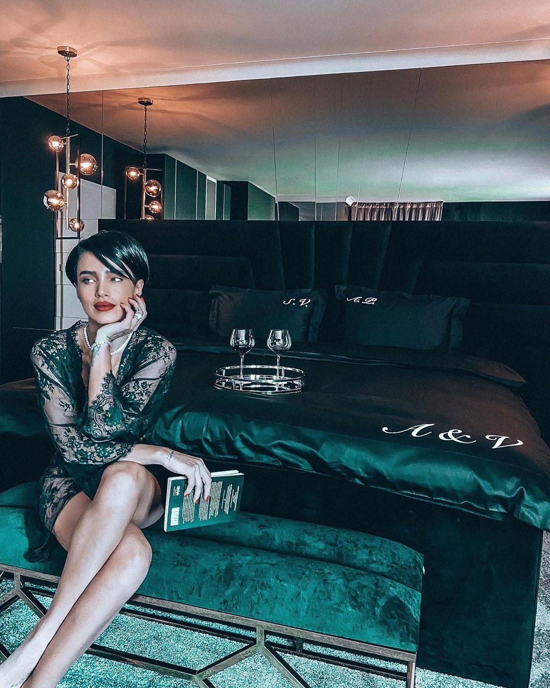 Adelina Pestrițu, lenjerie de lux personalizată