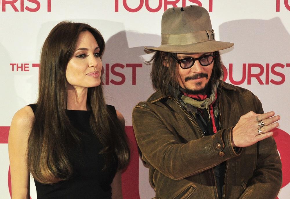 Angelina Jolie, îndrăgostită de Johnny Depp Actrița de la Hollywood și-a deschis sufletul după divorț