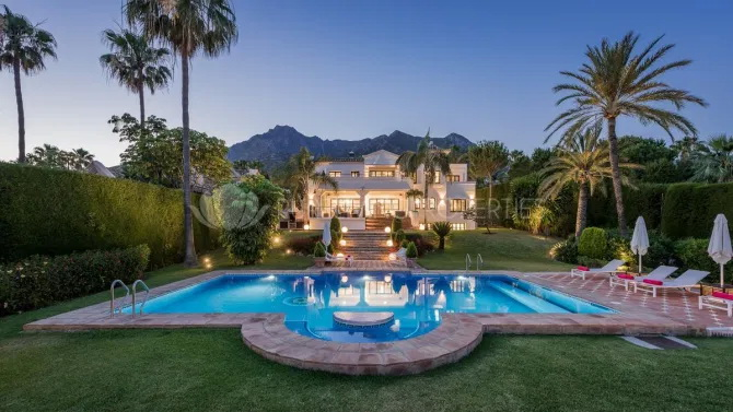 Vila din Marbella e în stil marocan. FOTO: Pure Living Properties