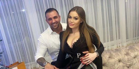 Alex Bodi și Daria Radionova în locuința milionarului
