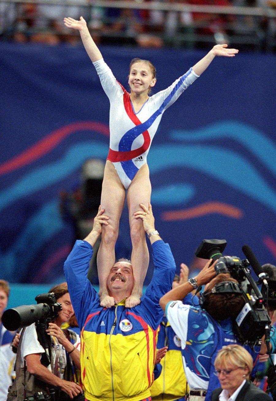 Octavian Bellu alaturi de Andreea Raduca la Jocurile Olimpice de la Sydney, cand Romania a avut trei gimnaste pe podiumul olimpic
