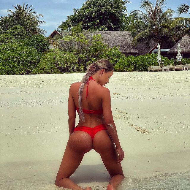 Bianca Drăguşanu, la plajă