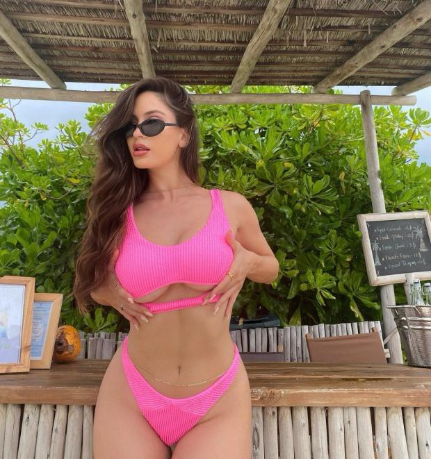 Natalia Barulich are 29 de ani si este de origine cubanezo-croata. Este un DJ cunoscut si l-a scos din minti pe Neymar dupa ce a avut o relatie cu Maluma
