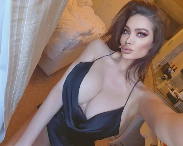 Soraja Vucelic are 34 de ani si a fost modelul anului in Serbia, A facut senzatie in revista Playboy. A aparut in show-ul TV Big Brother si a suferit mai multe operatii estetice pentru care a platit o avere
