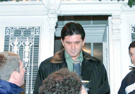 Marius Lacatus parasind sediul clubului din Banie