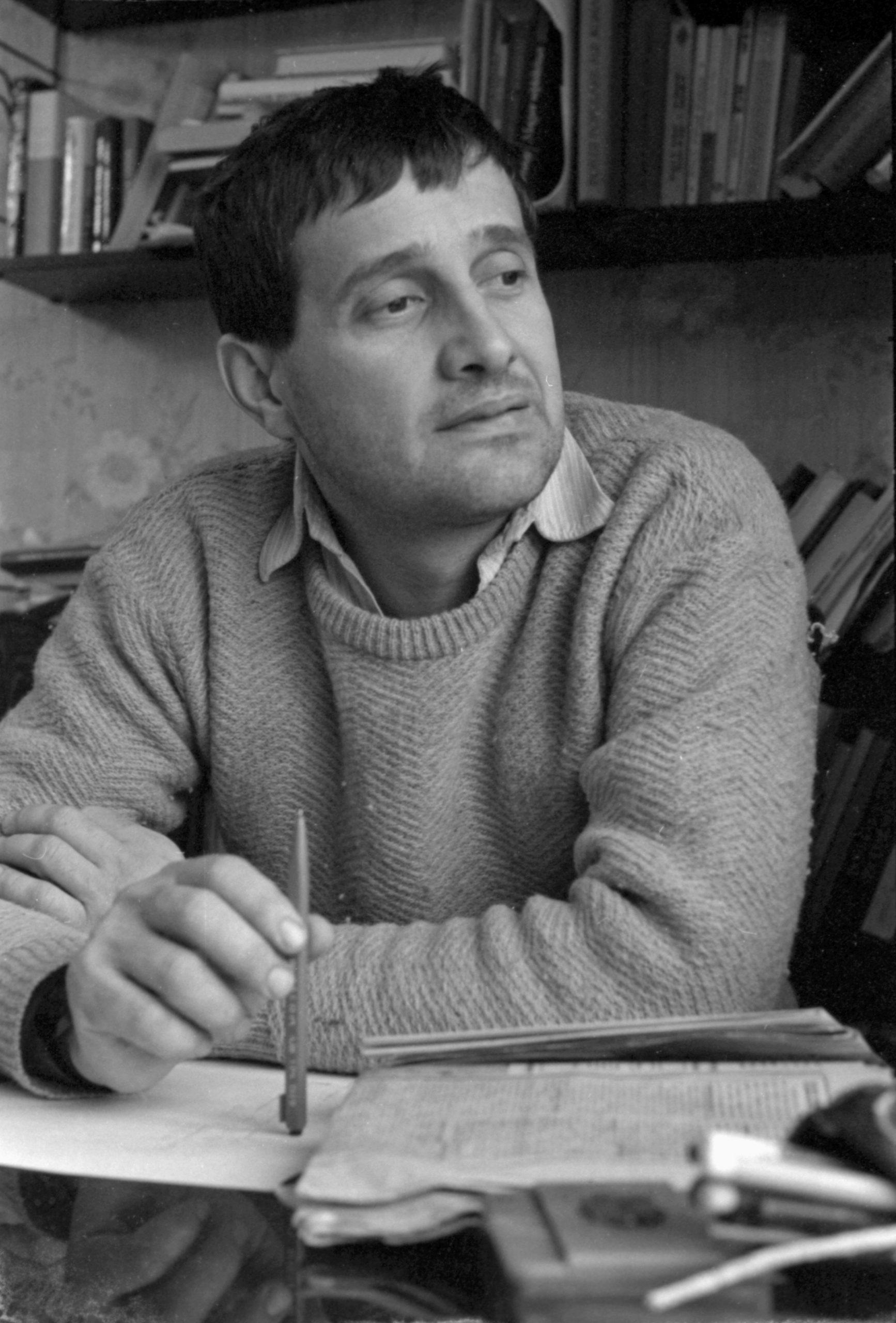 Mircea Dinescu, în tinerețe (sursa hepta.ro)