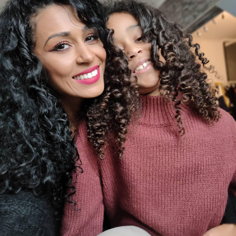 Majda, alături de fiica ei