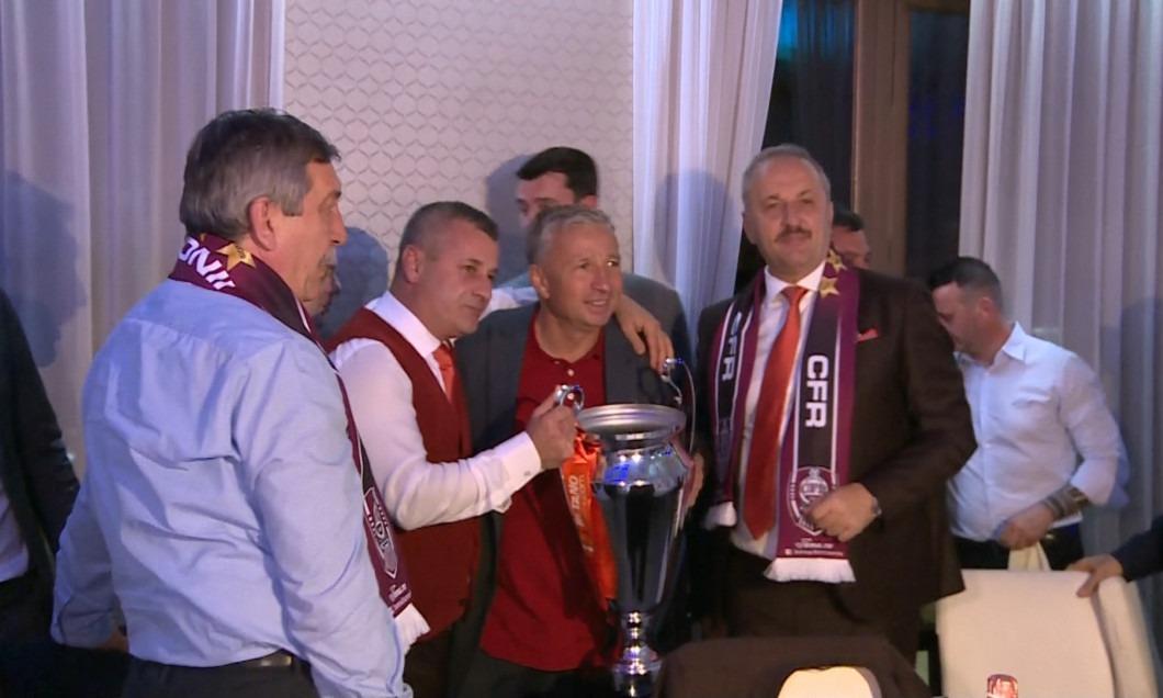 Vasile Dâncu la petrecerea de titlu a CFR-ului, alături de Dan Petrescu şi Neluţu Varga