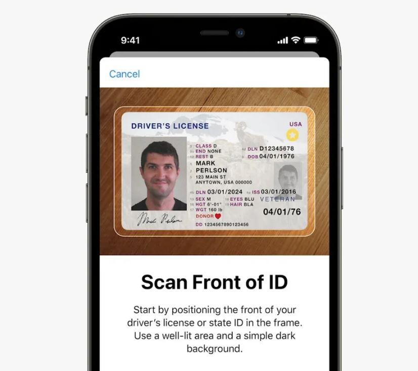 Cum arată interfața pentru scanarea cărții de identitate. Sursa foto: Apple.
