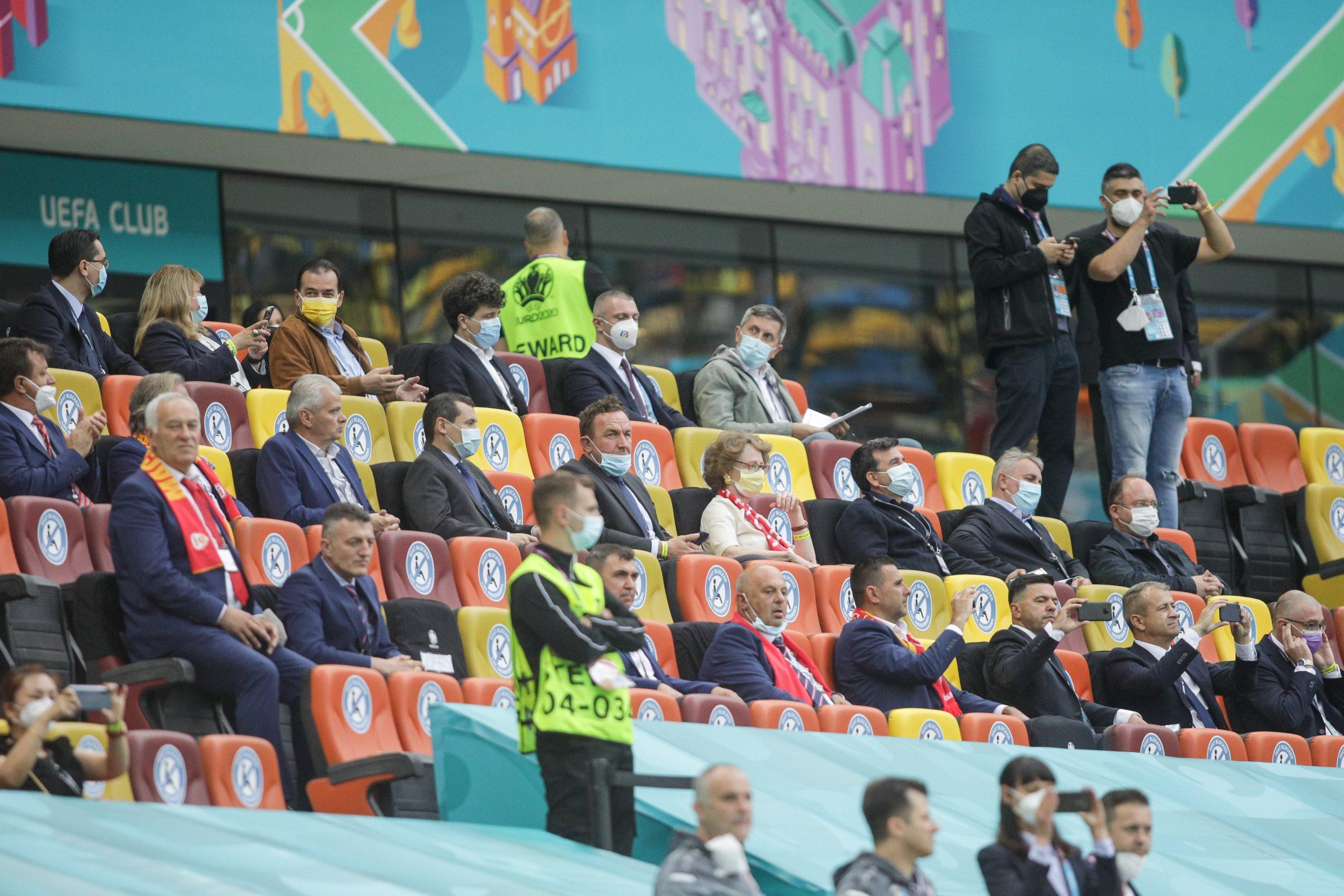 Tribuna oficială de la Arena Naţională, ticsită de oameni politici. Sursa foto: INQUAM Photos / Octav Ganea