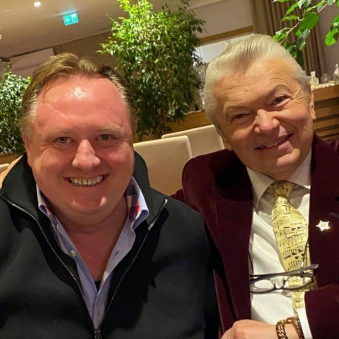 Rapsodul Gheorghe Turda și impresarul Radu Groza, nași la aceeași nuntă (sursa facebook.com)