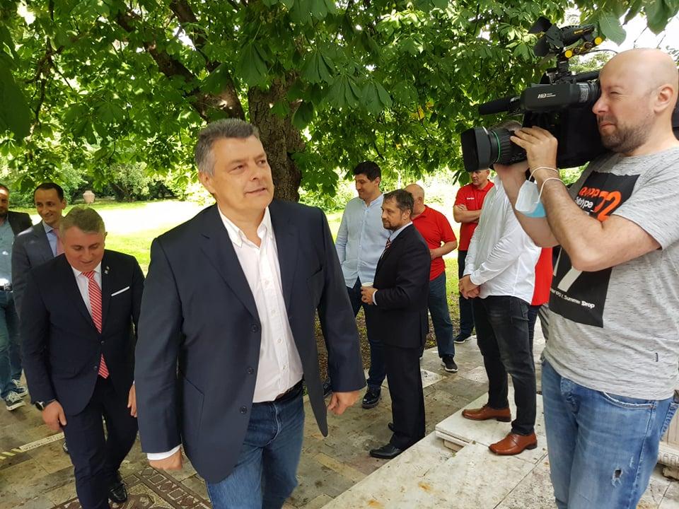 Xavi Pascual a venit la prezentare alături de ministrul de Interne, Lucian Bode