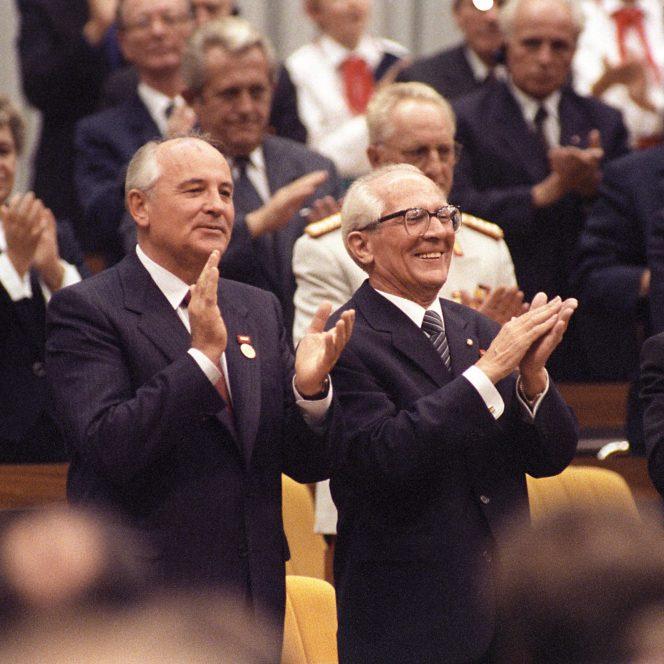 Secretele Tratatului de la Varșovia, dezvăluite de Adrian Cioroianu. Când a  aflat Nicolae Ceaușescu de invazia din Cehoslovacia