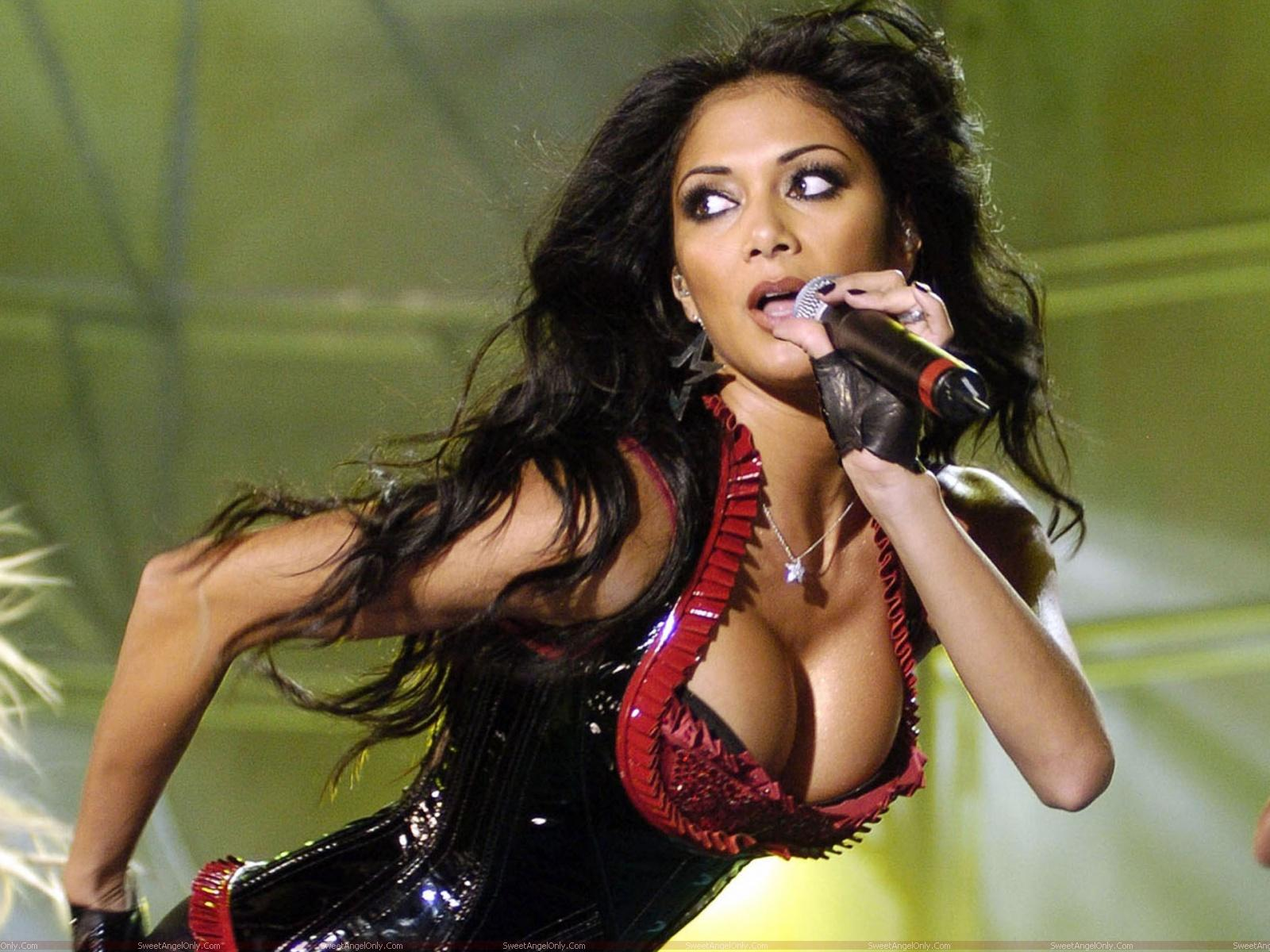 Nicole-Scherzinger-Hot