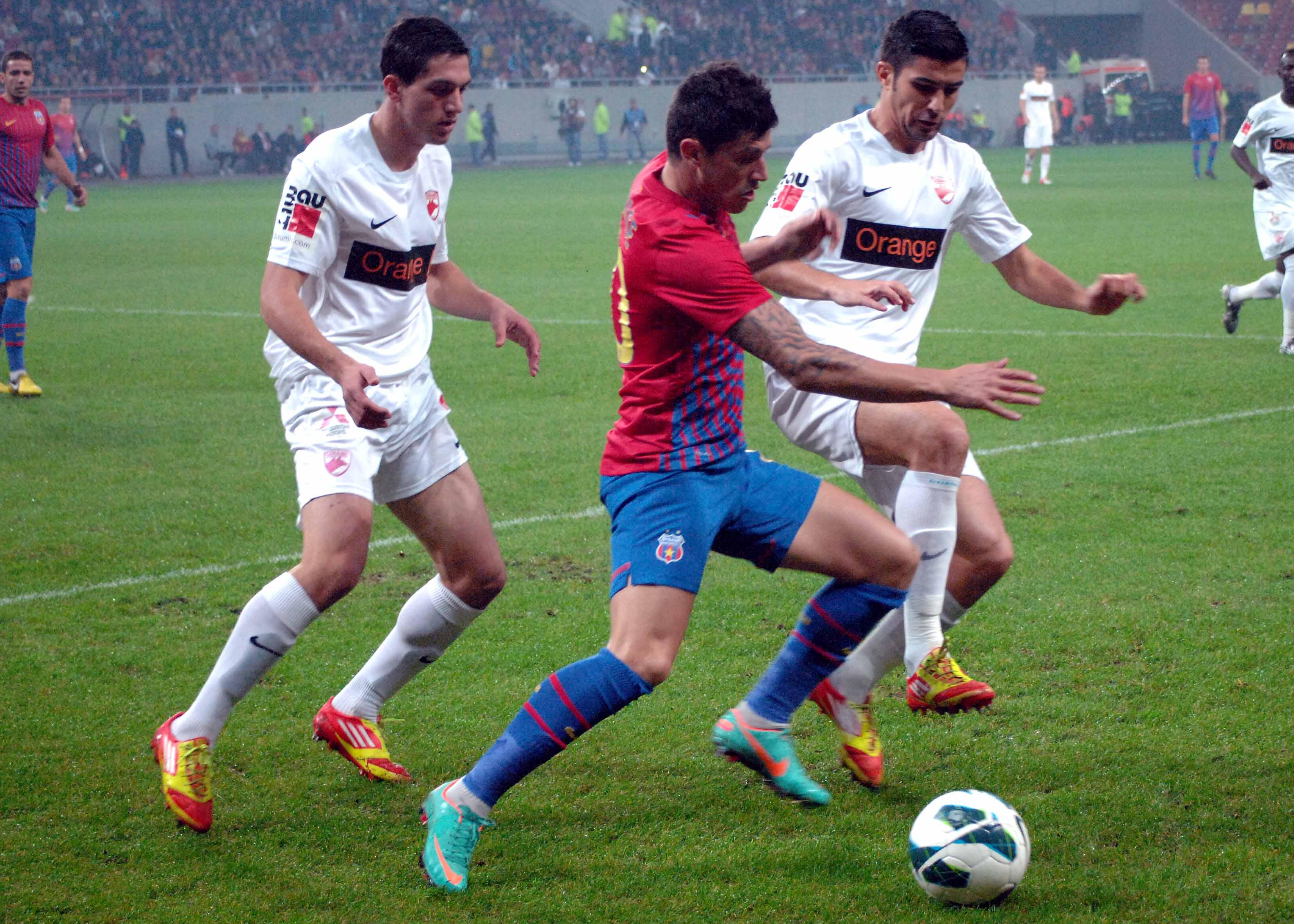 FOTBAL:STEAUA BUCURESTI-DINAMO BUCURESTI 3-1,LIGA 1 (4.11.2012)