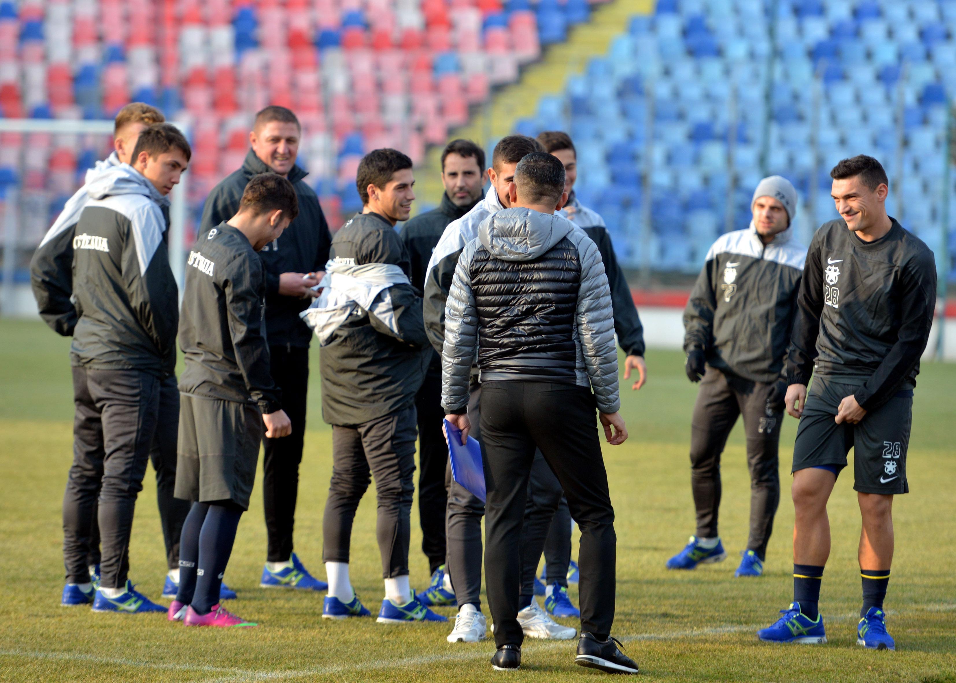 2.FOTBAL:ANTRENAMENT FC STEAUA BUCURESTI (9.01.2014)